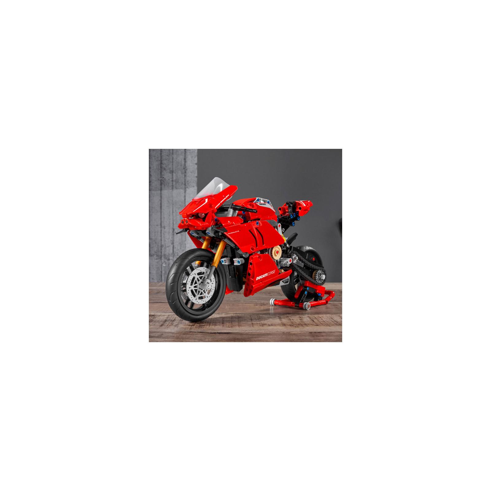 Конструктор LEGO Technic Ducati Panigale V4 R 0 646 детали (42107) изображение 10