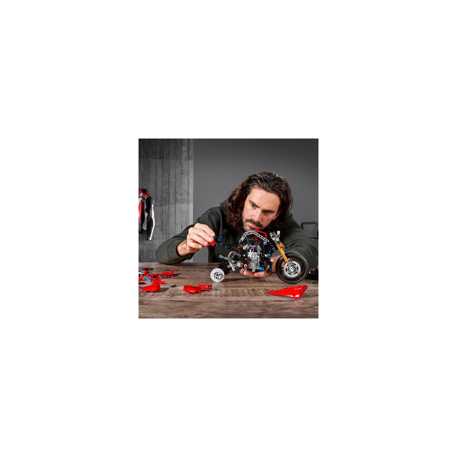 Конструктор LEGO Technic Ducati Panigale V4 R 0 646 детали (42107) изображение 11
