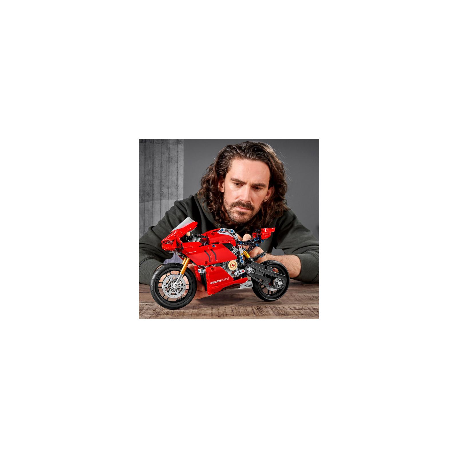 Конструктор LEGO Technic Ducati Panigale V4 R 0 646 детали (42107) изображение 6