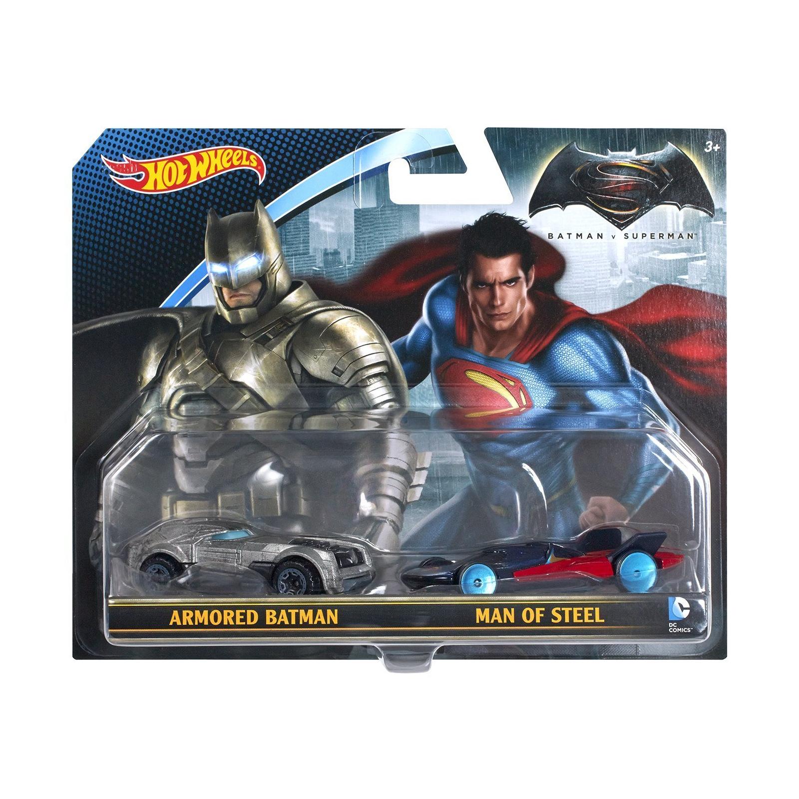 Игровой набор Hot Wheels 2 машинки Бэтмен против Супермена (DJP09)