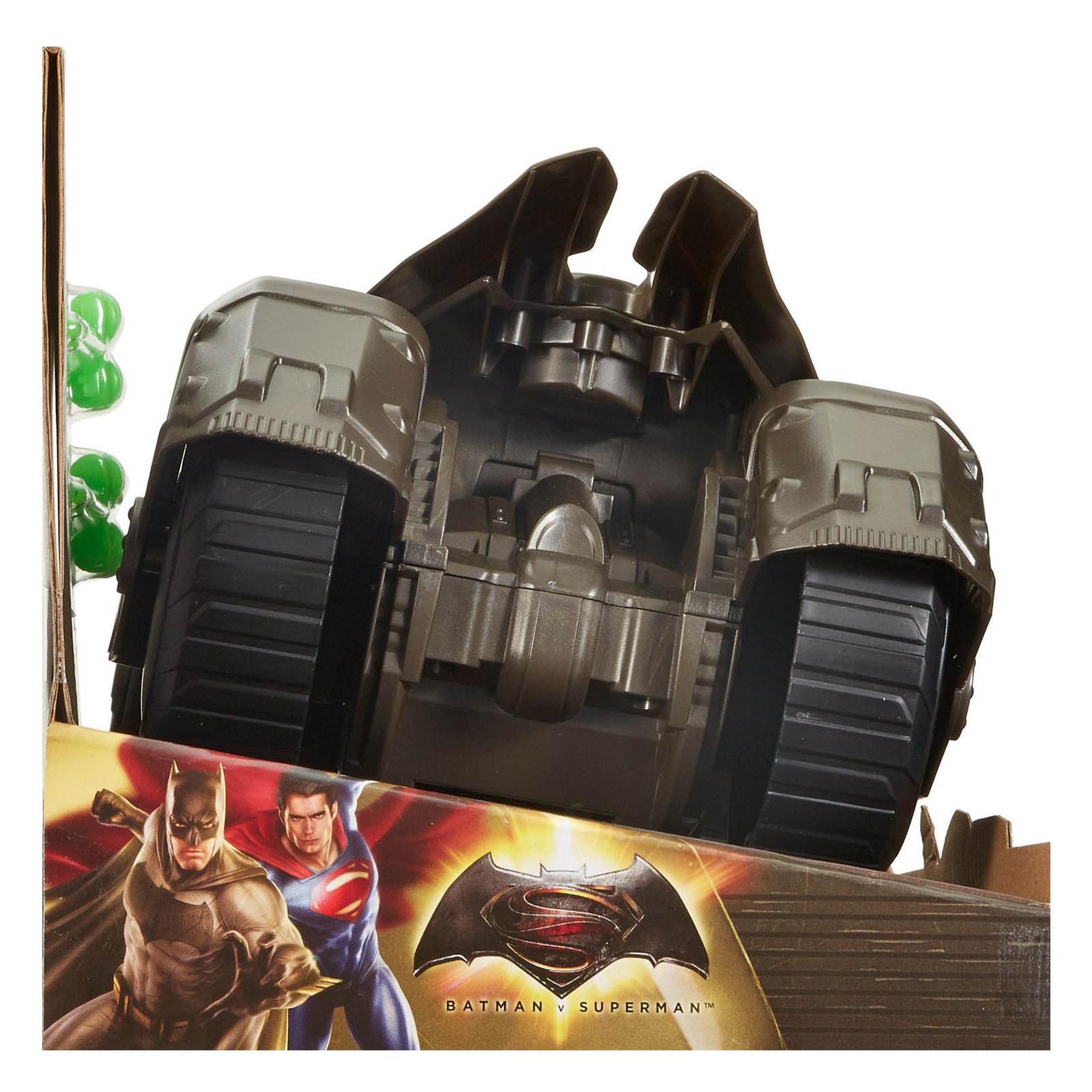 Игровой набор Mattel Бетмобиль Batman Делюкс Бэтмен против Супермена (DHY29) изображение 7